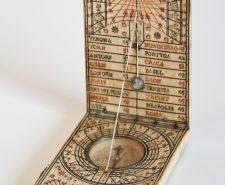 ancien cadran solaire ivoire